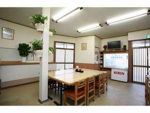 ビジネス旅館 美松荘:近くにコンビ二、食品スーパーがあります。お茶、お箸、醤油、ソースを無料でお気軽にご利用下さい。