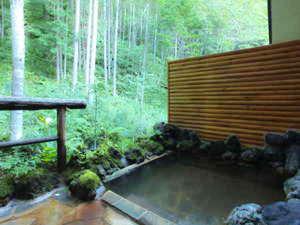 のりくらの宿舞:*【露天風呂】雑木林に囲まれ、四季折々の景観を楽しめます(※冬季期間はご利用頂けません。)