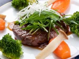 ビストロ プチラパン:やわらかい牛フィレステーキ ご飯に合う和風ソースで