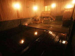 蔦温泉旅館:【泉響の湯】古くから湯治場として愛されてきた風情ある極上の生の湯。