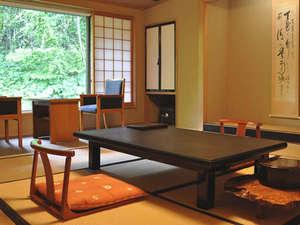 蔦温泉旅館:【お部屋】静寂に包まれ、昔懐かしい落ち着いた温もりを感じる和室。