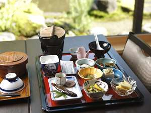 5つの源泉掛け流し 和風宿 岡部荘:美味しいお宿の朝ごはん 庭園や清流を眺めながら頂けます