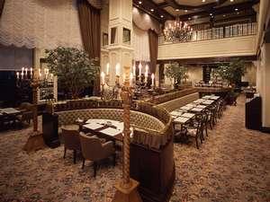旭川グランドホテル(星野リゾートグループ):【1階レストラン アドニス】開放的な吹き抜けが印象的。キッズメニューも充実