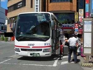 リムジンバス調布駅北ロータリーから空港へのリムジンバスがございます。