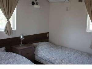 海の音:離れの寝室