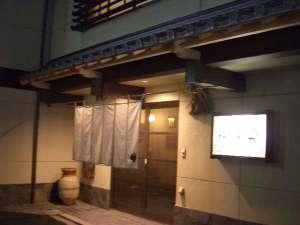 創業明治7年 料理旅館 小西屋:夜のたたずまい