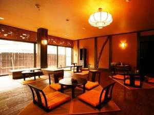 【ロビー】カリスマ旅館デザイナーにより、和モダンで古民家風な雰囲気 チェックインはここで♪