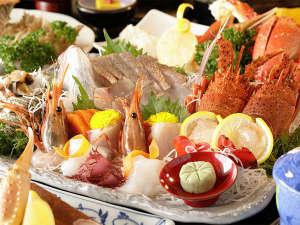 土肥温泉 旬の味覚を楽しむ宿 みなみ荘:【夕食】お造り盛り 季節の一例