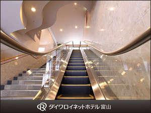 フロントは2階でございます。