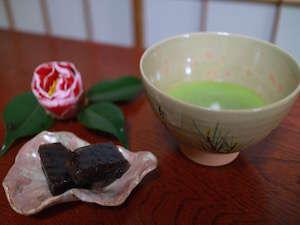 ゲストハウス 土佐:抹茶と和菓子の無料サービス
