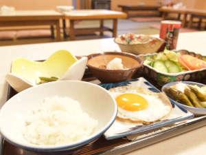 温湯温泉 三浦屋旅館:*【朝食】手作り朝食でご提供しております。(一例)