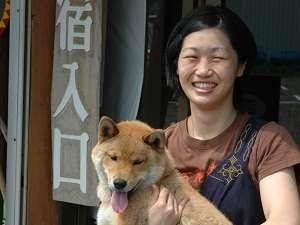 温泉民宿 酋長の家:愛犬コロもお出迎え!