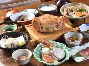 温泉民宿 酋長の家:地元の食材を使用したお食事です。
