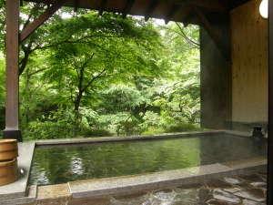 強羅温泉 自家温泉掛け流しの宿 強羅環翠楼:露天風呂「環の湯」夏の頃