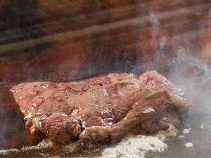 和洋中旬彩バイキング人気メニュー 焼きたての「ステーキ」はお好みでステーキ丼にも◎