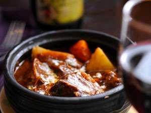 月影の丘ホテル ヴィラ勝山アヴェール:じっくり煮込んだトロトロのお肉のビーフシチュー 20数年培われた秘伝の味