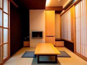 ・【禁煙】デラックスツイン(和洋室)一例 和室にフローリングの洋室とベッドルームを備えたお部屋です。