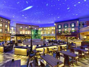 杉乃井ホテル:【夕食バイキング「シーダパレス」】時間帯により天井の空に色が変わります♪