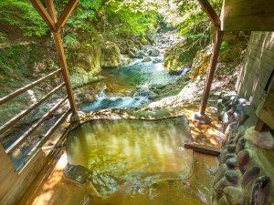 塩原温泉 6つの貸切露天 渓流の湯宿 柏屋旅館:露天風呂・らいていの湯