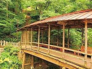 鹿教湯温泉 くつろぎの宿 黒岩旅館:徒歩でも行ける【五台橋】