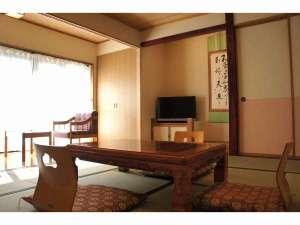 鹿教湯温泉 くつろぎの宿 黒岩旅館:10畳和室+広縁シャワートイレ付