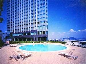グランドプリンスホテル広島:屋外プール(夏期営業)