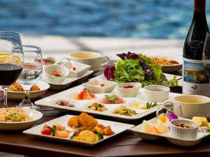 カヌチャベイホテル&ヴィラズ:【パラディ】大人の方からお子様まで人気の、地元新鮮食材を使用したディナーブッフェ