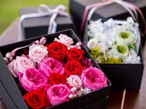 【プリザーブドフラワー】誕生日や記念日などに最適なフラワーデコレーションや花束などをご用意。(有料)