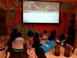 川上山荘:大迫力150インチ4K画像にオーナーの設計・自作による超ハイファイ音響です