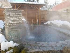 旅館 塩別つるつる温泉:冬の露天風呂 かけ流し100%