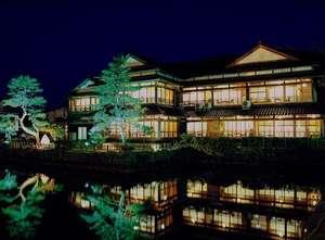 大正浪漫の宿 渡月庵:渡月庵の夜のライトアップは和倉温泉の見所の一つとなっております。