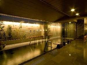 """天然温泉加賀の湧泉 ドーミーイン金沢:大浴場""""加賀の湧泉""""-夜-"""
