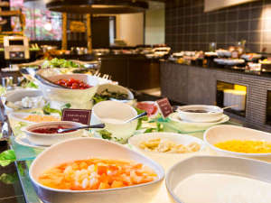 京王プラザホテル札幌:季節のフルーツやスイーツが並ぶ朝食バイキングのデザートコーナー♪