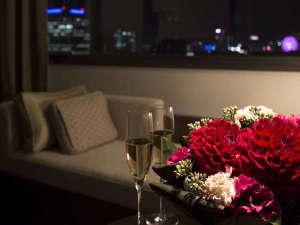 京王プラザホテル札幌:高層階『プレミアフロア』『コンフォートフロア』のベンチソファーから眺める夜景(イメージ)