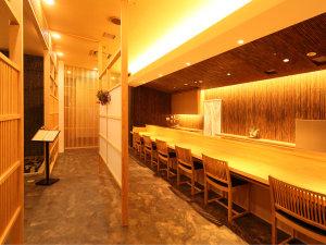 麺処「舞扇」 木を使った温かい雰囲気のカウンター席