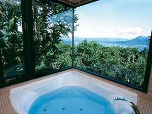 HOTEL COCOA (ホテルココア):洞爺湖を眺めながら入れるデラックスルームのお風呂です