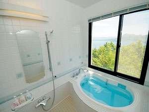 HOTEL COCOA (ホテルココア):洞爺湖を眺めながら入れるスタンダードルームのお風呂です