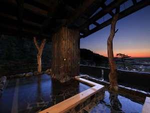 くつろぎ宿 千代滝:【遊月の湯 展望露天風呂】市街と山々を眺めながら、あたたまってください。