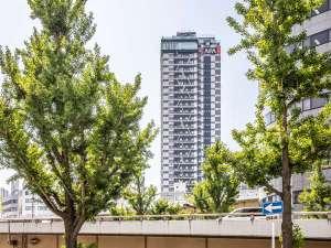 【外観】地上32階建・高さ99m、全400室のタワーホテル。高層階からは大阪の夜景を大満喫!