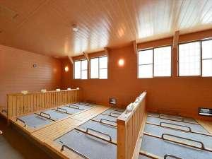 湯治のふる里 玉川温泉 自炊部:室内には天候に左右されることのない「屋内岩盤浴」もあります。