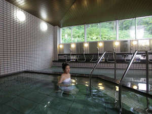休暇村 羽黒:【大浴場】月山の雪解け天然水を使用したお風呂。