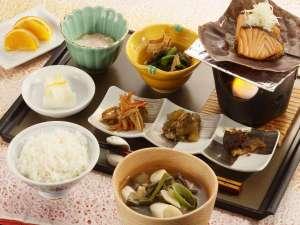 長栄館:創業当時と変わらぬ手づくりの朝食と、目の前で釜炊きしたご飯や具沢山のお味噌汁が自慢!
