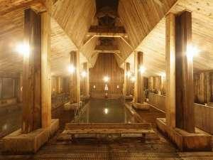 日本の山岳温泉リゾート 新玉川温泉:当館自慢の木造作りの大浴場