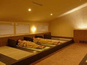 日本の山岳温泉リゾート 新玉川温泉:朝晩はフリータイム制、日中は予約制の屋内岩盤浴。予約制になり1日の計画が立てやすくなります。