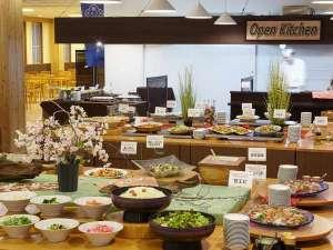 日本の山岳温泉リゾート 新玉川温泉:夕食一例 四季鮮菜・あきたを愉しむ!「カラダにおいしいバイキング」がコンセプトになっております