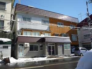 民宿東洋:湯沢高原・布場ゲレンデ徒歩0分。各スキー場行きシャトルバス乗り場も徒歩0分。