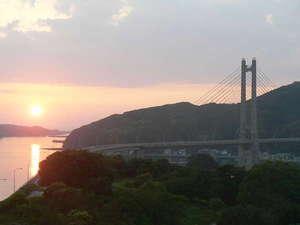 旅宿 よぶこ:呼子大橋と夕陽とのコラボです。