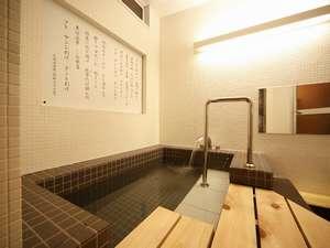 浴槽の壁に書かれているのは、下関の漁港節です♪