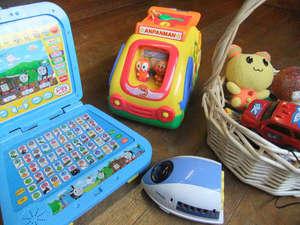 子供用おもちゃ無料で貸し出しております。