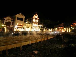 草津温泉 中村屋旅館:*夜の湯畑も必見!明るくライトアップされています。